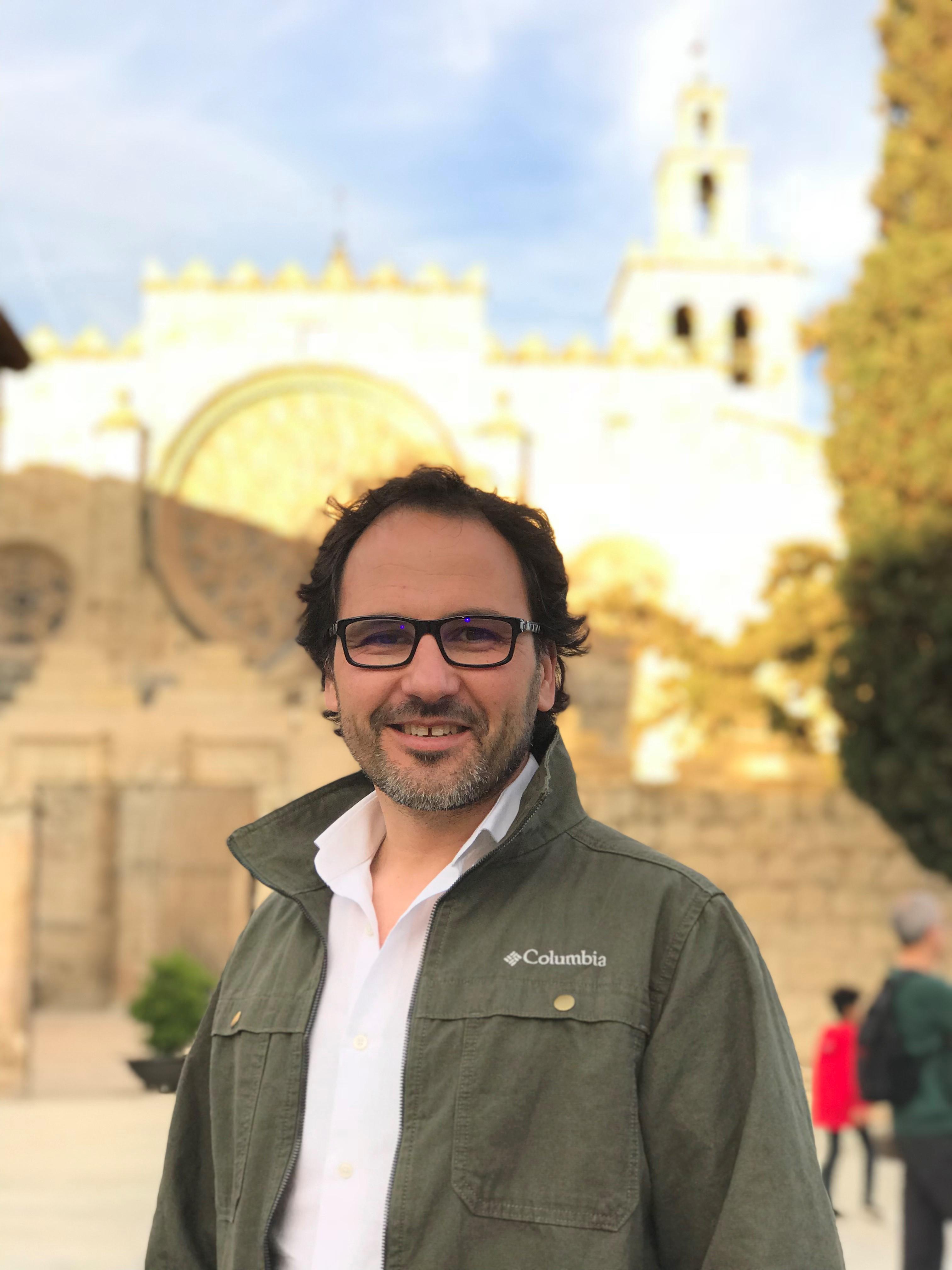 Tomás Navarro Headshot